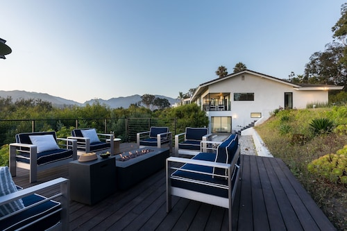 Lush 5BR Malibu Home I Panoramic Views I by Avantstay