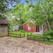 Charming Cottage in the Heart of Leland Village / New Listing!