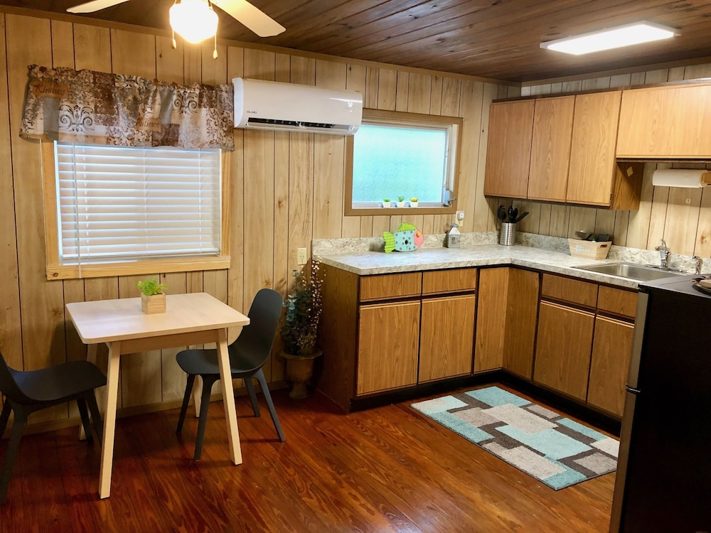 Private Kitchen, Cabin on Sante Fe Inlet in Three River Estates (walking distance to park)