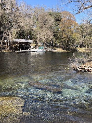 Lake, Cabin on Sante Fe Inlet in Three River Estates (walking distance to park)