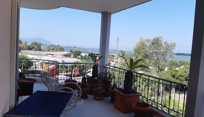 Spacious And Panoramic Apartment 100 Meters From The Casina