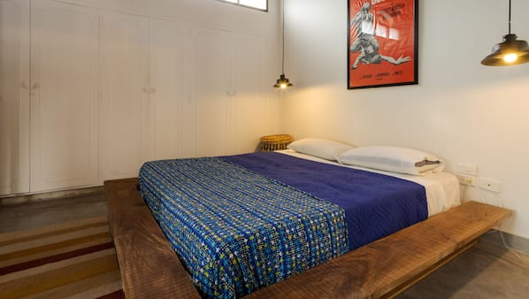 5 bedrooms, in-room safe, WiFi, bed sheets