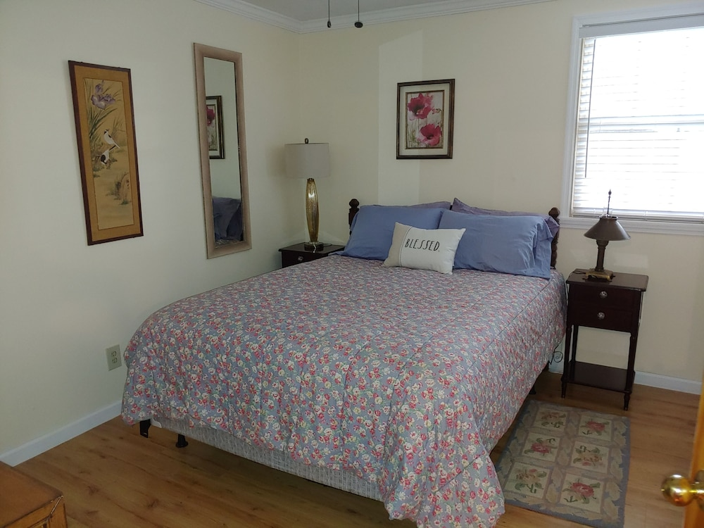 Room, Hidden Creek Rental!