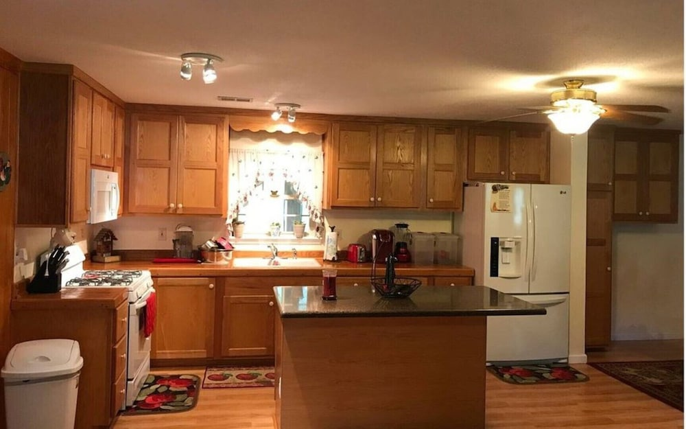Private Kitchen, Hidden Creek Rental!