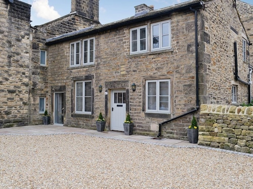 2 Bedroom Accommodation in Addingham, Near Skipton