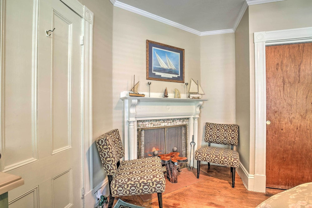 Room, Quaint Beverly Townhome: Walk to Beach & Downtown!