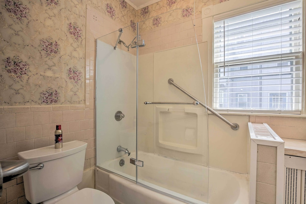Bathroom, Quaint Beverly Townhome: Walk to Beach & Downtown!