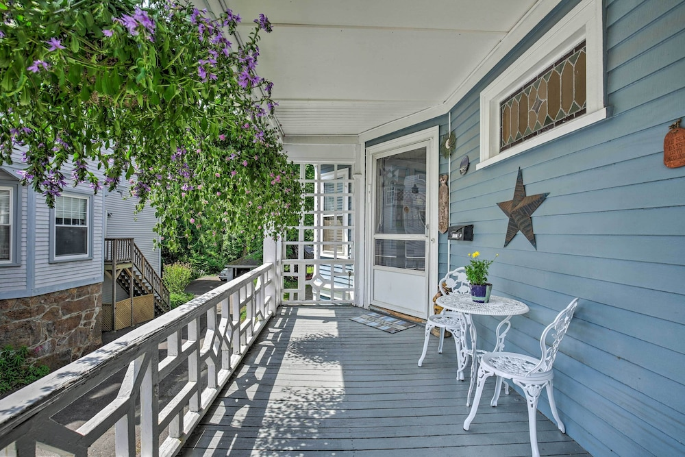 Balcony, Quaint Beverly Townhome: Walk to Beach & Downtown!
