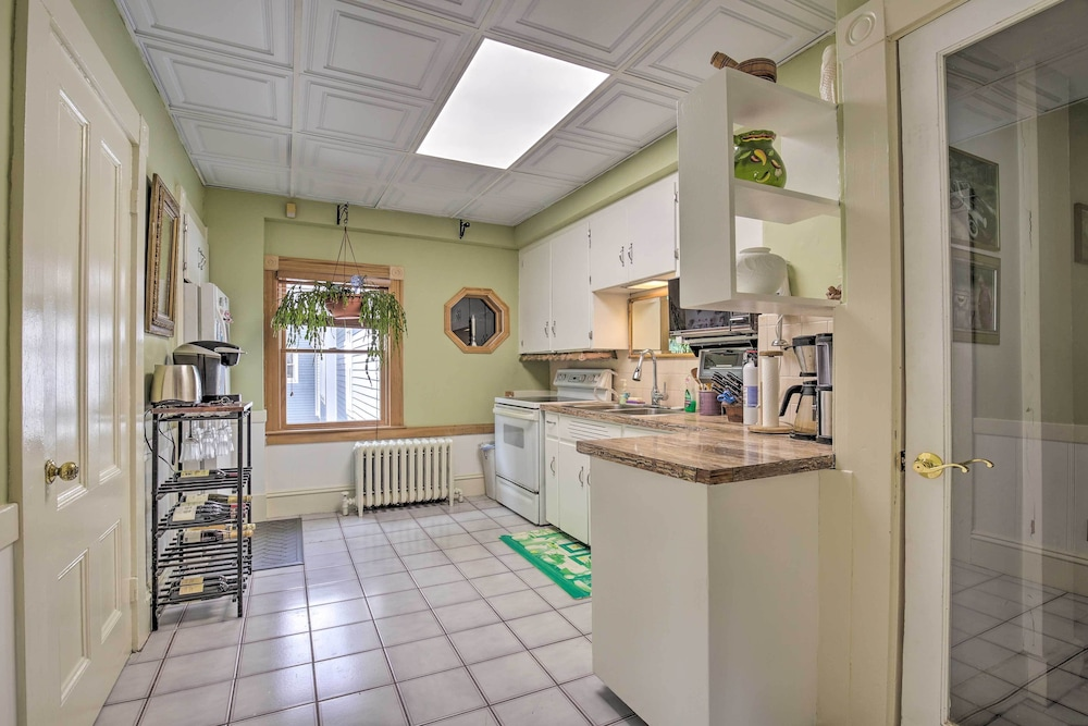 Laundry, Quaint Beverly Townhome: Walk to Beach & Downtown!