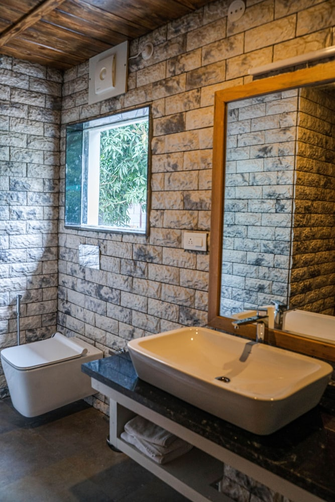 Bathroom, The Sylvan Retreat