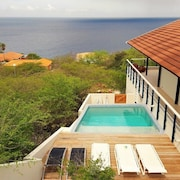 Beautiful Villa With Swimming Pool and Breathtaking sea View!