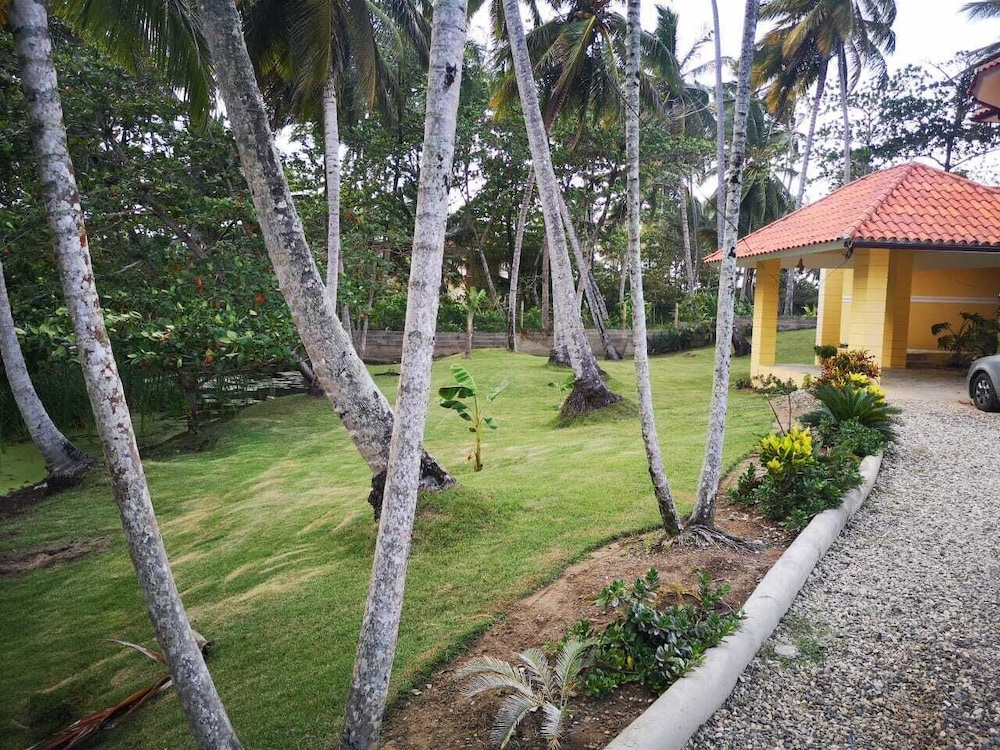 Property Grounds, Exceptional Beach Villa