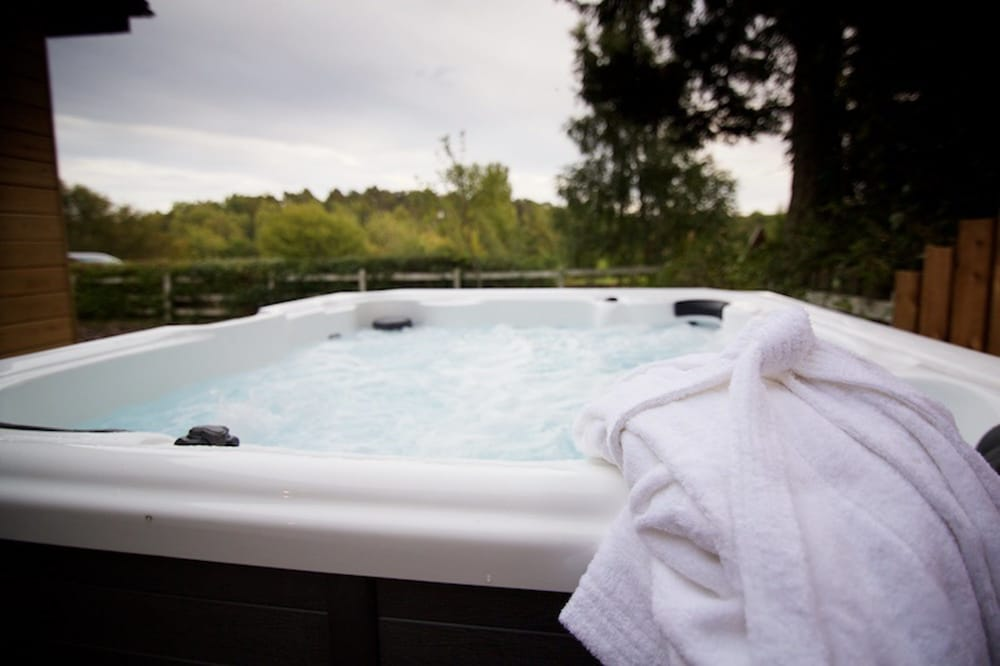 Outdoor Spa Tub, Salmon Run Lodge