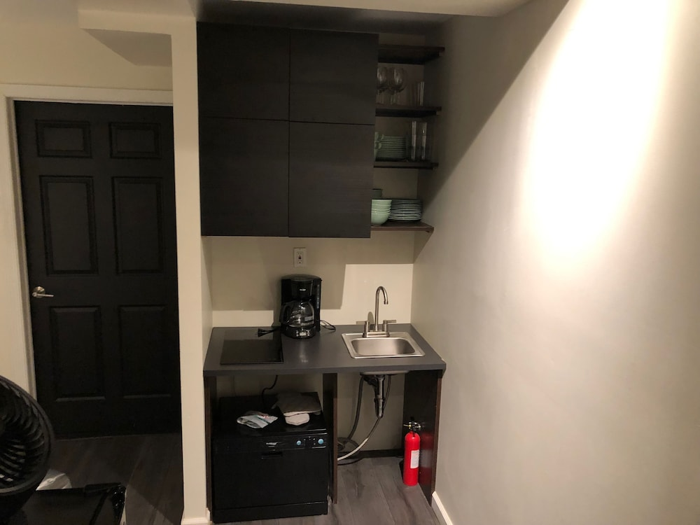Private Kitchenette, FABE Suites Flat Iron