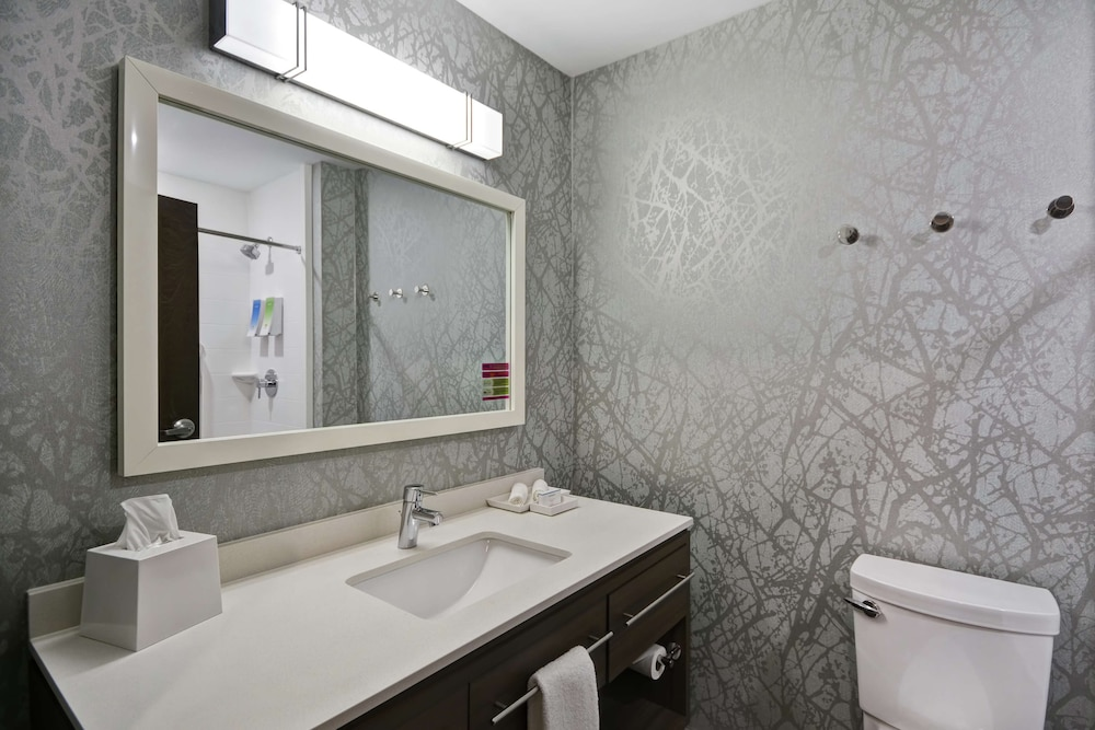 Bathroom, Home2 Suites by Hilton Grand Rapids North