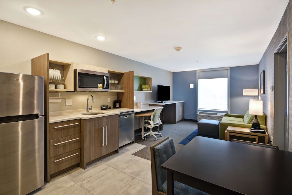 Private Kitchen, Home2 Suites by Hilton Grand Rapids North