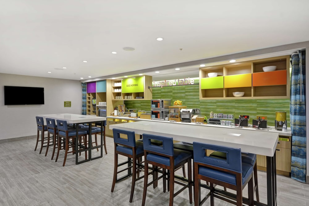 Breakfast Area, Home2 Suites by Hilton Grand Rapids North