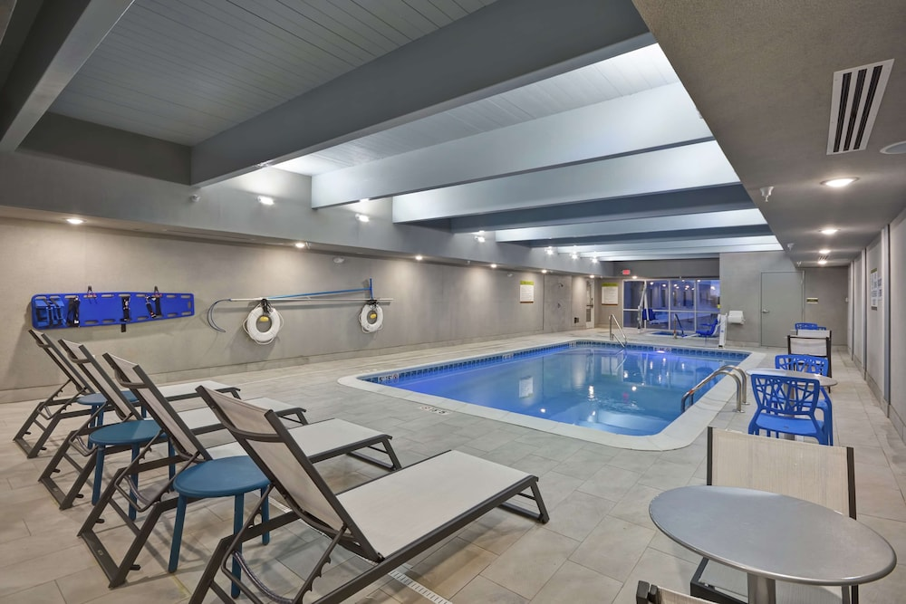 Pool, Home2 Suites by Hilton Grand Rapids North