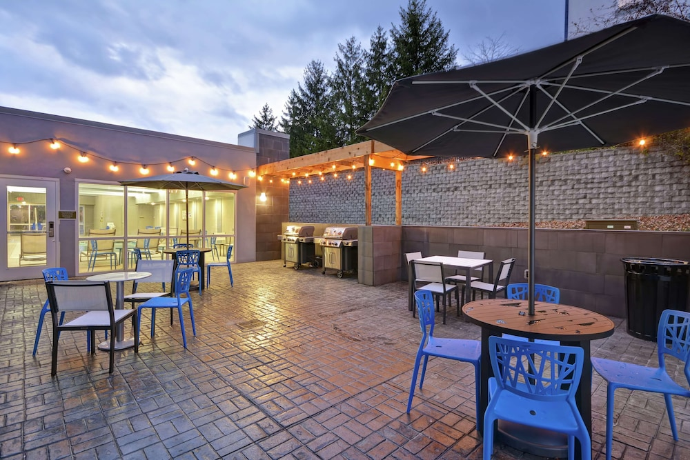 Terrace/Patio, Home2 Suites by Hilton Grand Rapids North