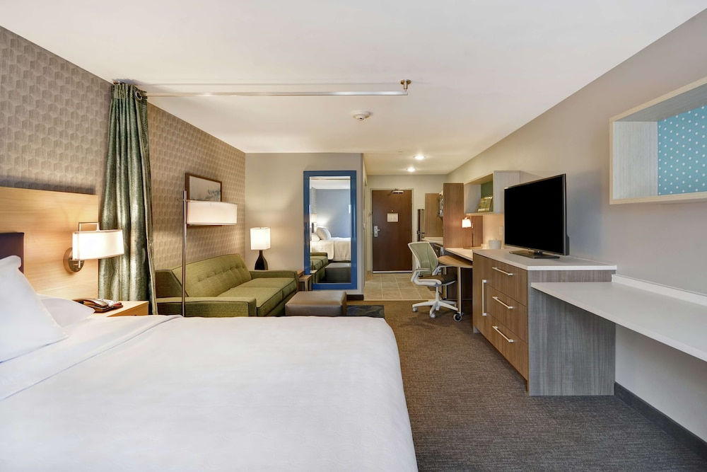 Room, Home2 Suites by Hilton Grand Rapids North