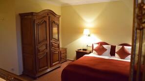 Schallisolierte Zimmer, kostenlose Babybetten, Bettwäsche