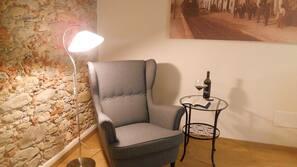 Copriletto in piuma, una scrivania, postazione laptop, Wi-Fi gratuito