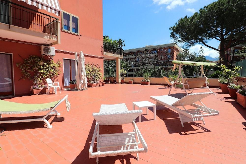 La Terrazza Parco Lauro Apartment In Sorrento Hotel Rates