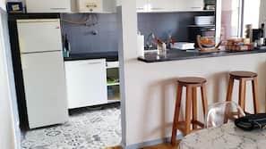 Fridge, microwave, hob