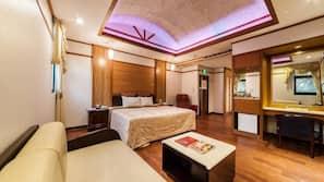 書桌、窗簾、摺床/加床 (收費)、免費 Wi-Fi