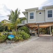 Luxury 3 Bedroom Pool Home Close to Beach, Private Dock on Kettle Harbor