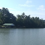 Beautiful Lakefront Home With Large Covered Dock, Boat Ramp, At&t Wifi