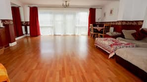4 bedrooms, iron/ironing board, WiFi, linens
