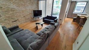 Smart TV, Netflix, heated floors