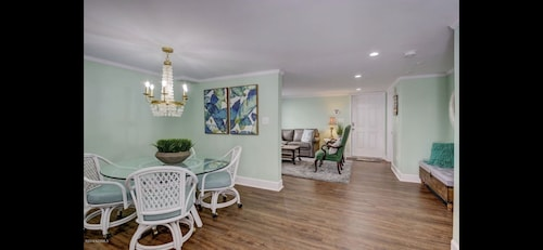 Newly Renovated! Stay in the Heart of Wrightsville Beach!