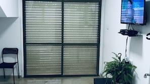 Télévision LCD de 32 pouces avec chaînes par câble