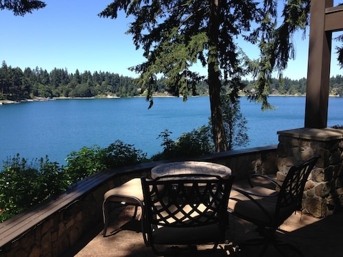 Gravelly Lake - Lakeside Luxury - Private MIL in Waterfront Home