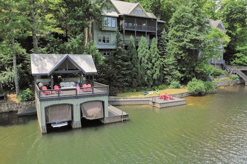 Gorgeous High-end Lake Rabun Home Perfectly Designed for Guests