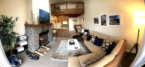 Catskill Townhome- Indoor Pool, 5 Mins to Hunter Mountain