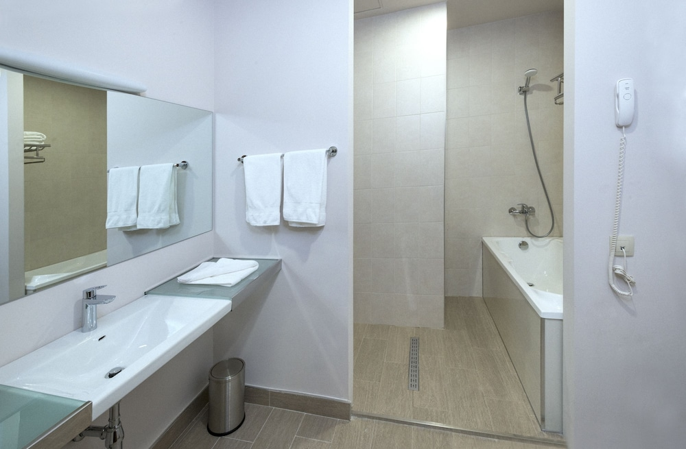 Bathroom, Ani Grand Hotel Yerevan