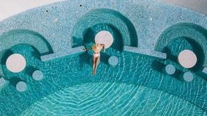 4 สระว่ายน้ำกลางแจ้ง, สระว่ายน้ำไร้ขอบ, คาบาน่าฟรี, ร่มริมสระว่ายน้ำ