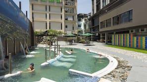 室外水療浴池