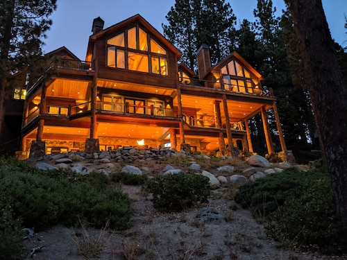 Gold Coast Elegance With Panoramic Lake/mountain Views