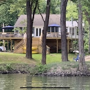 Earls Landing -riverfront Cottage