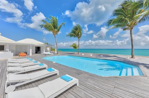 Beachfront Bliss, Heated Pool, Exclusive Gated Area, AC Throughout, Free Wifi, Concierge