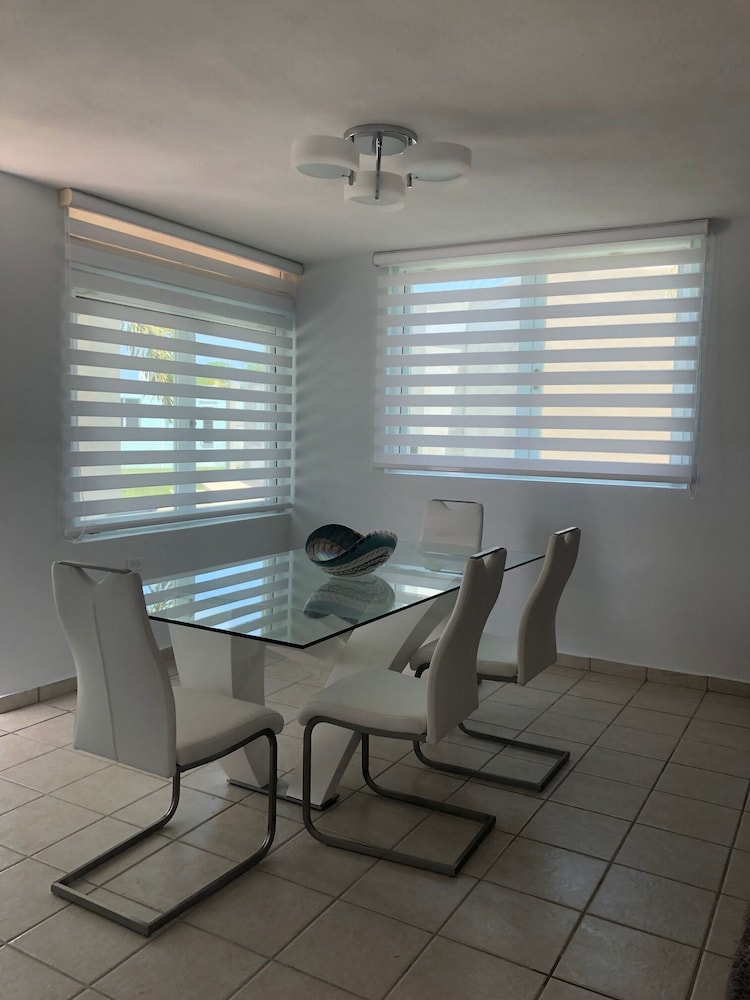 Private Kitchen, Quiet Please W/private Pool, 5min Walking Distance to the Beach and Restaurants