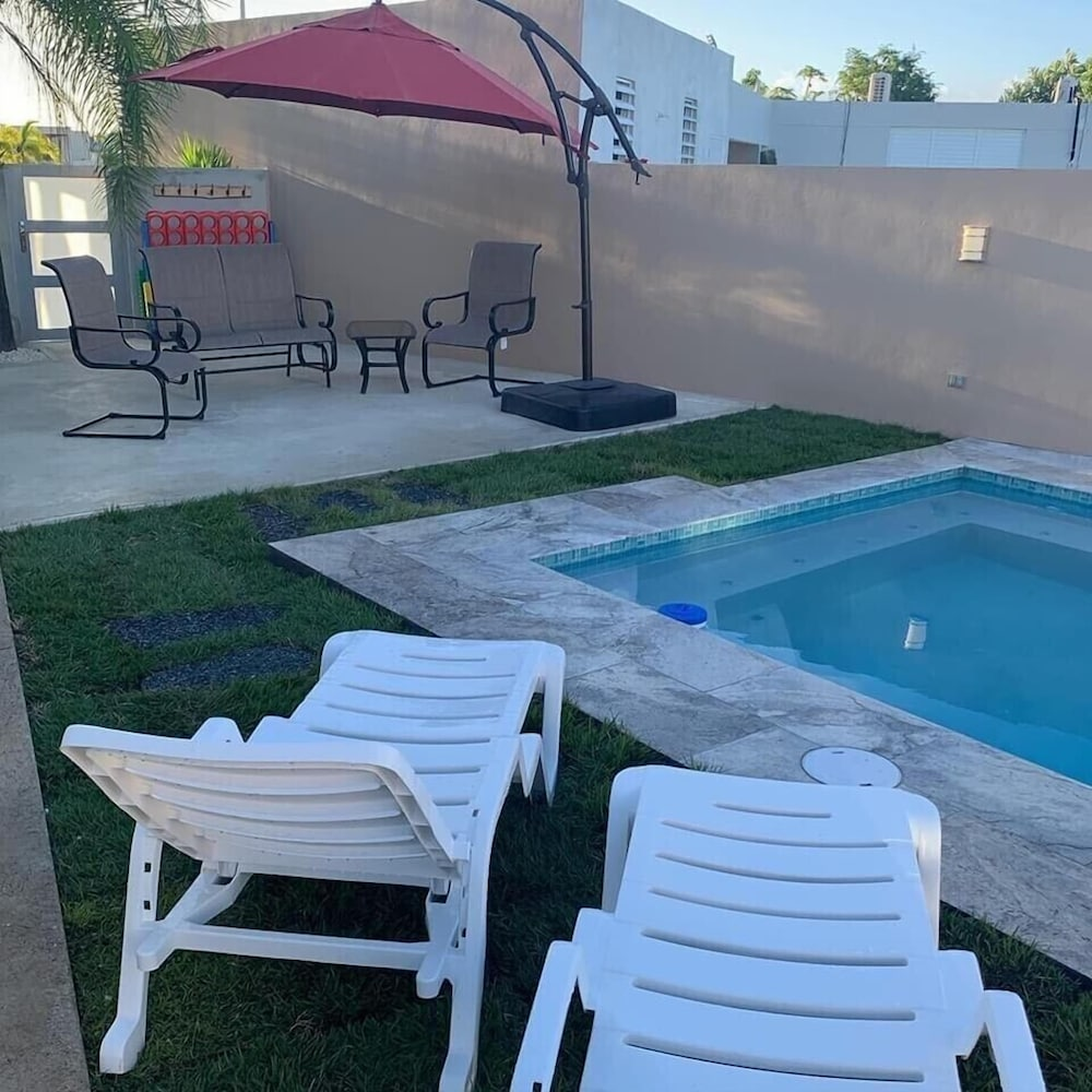 Pool, Quiet Please W/private Pool, 5min Walking Distance to the Beach and Restaurants
