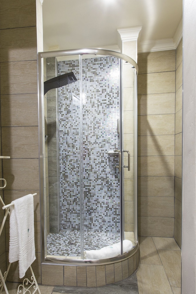 Bathroom Shower, The Royal Palm Bed & Breakfast