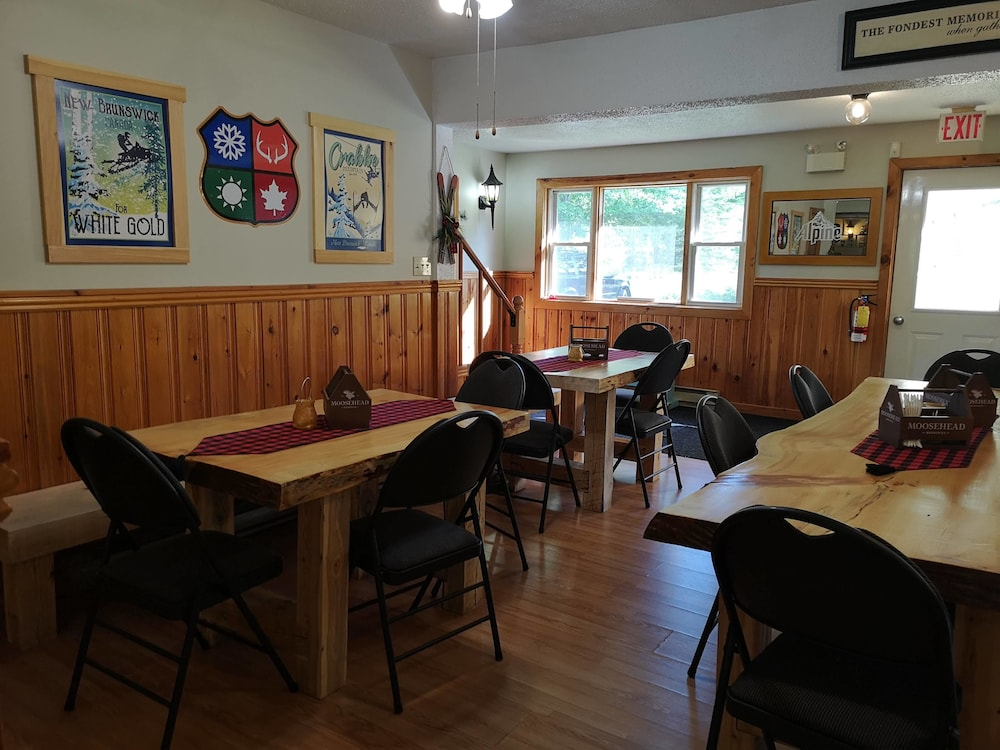 Restaurant, Crabbe Mountain Inn