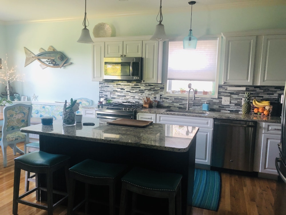 Private Kitchen, Beach Town New Home<br>