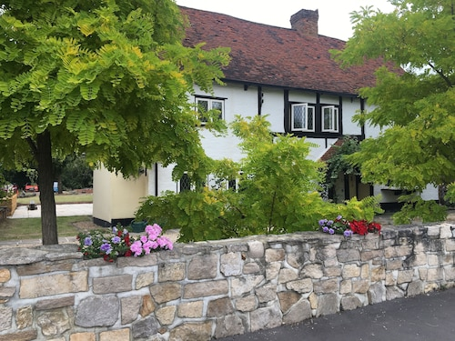 Heathrow Cottages B&B